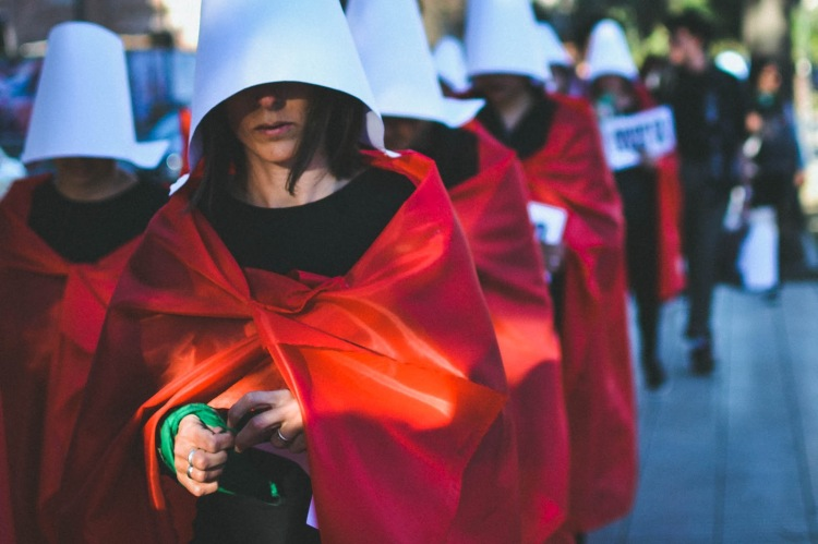 """Women wearing the 'Handmaid' costume from Margaret Atwood's """"The Handmaid's Tale"""""""